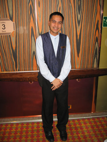 Highlighting Dennis Argamosa - Team Waiter