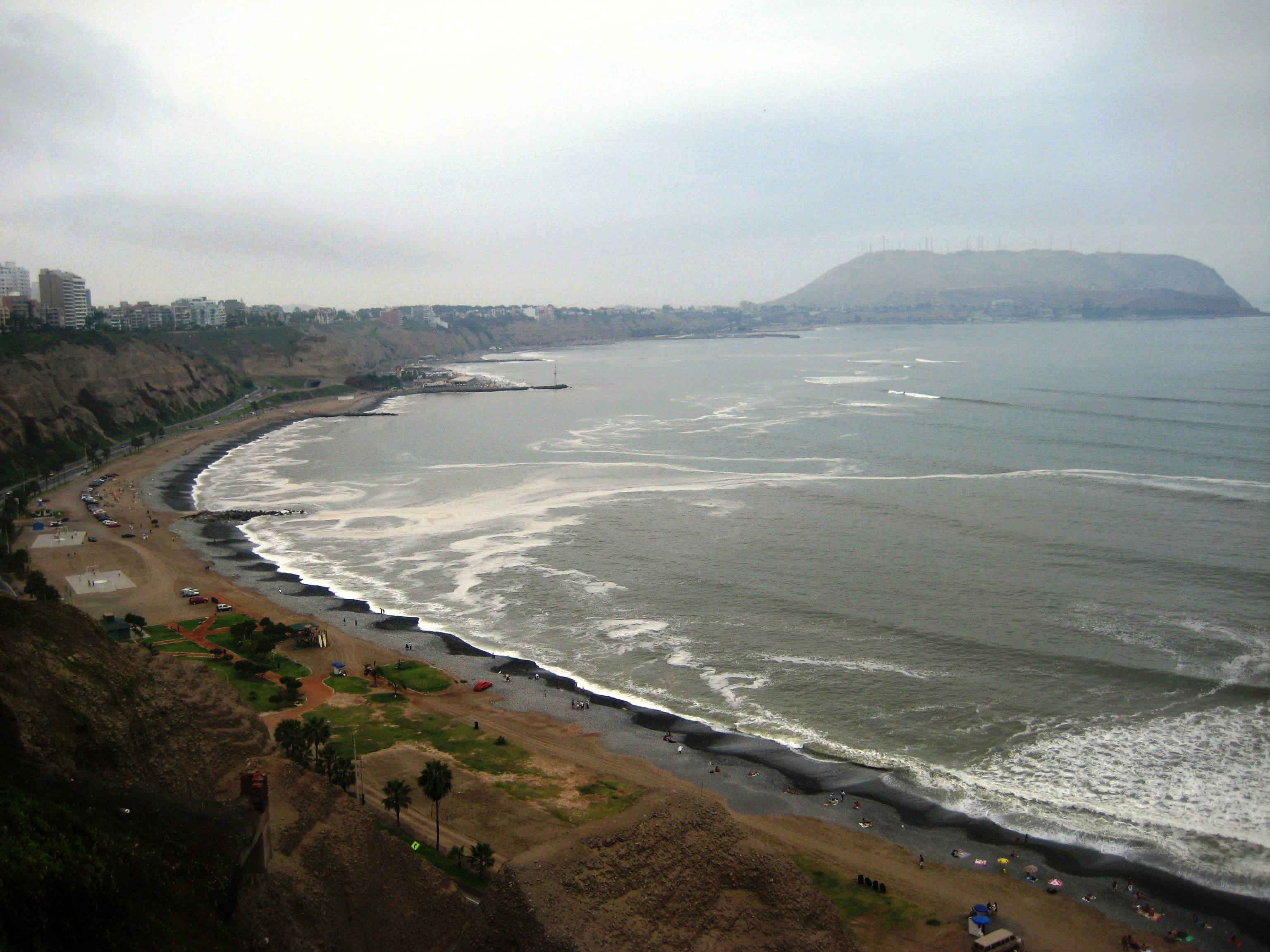 the-beach-in-downtown-lima-miraflores