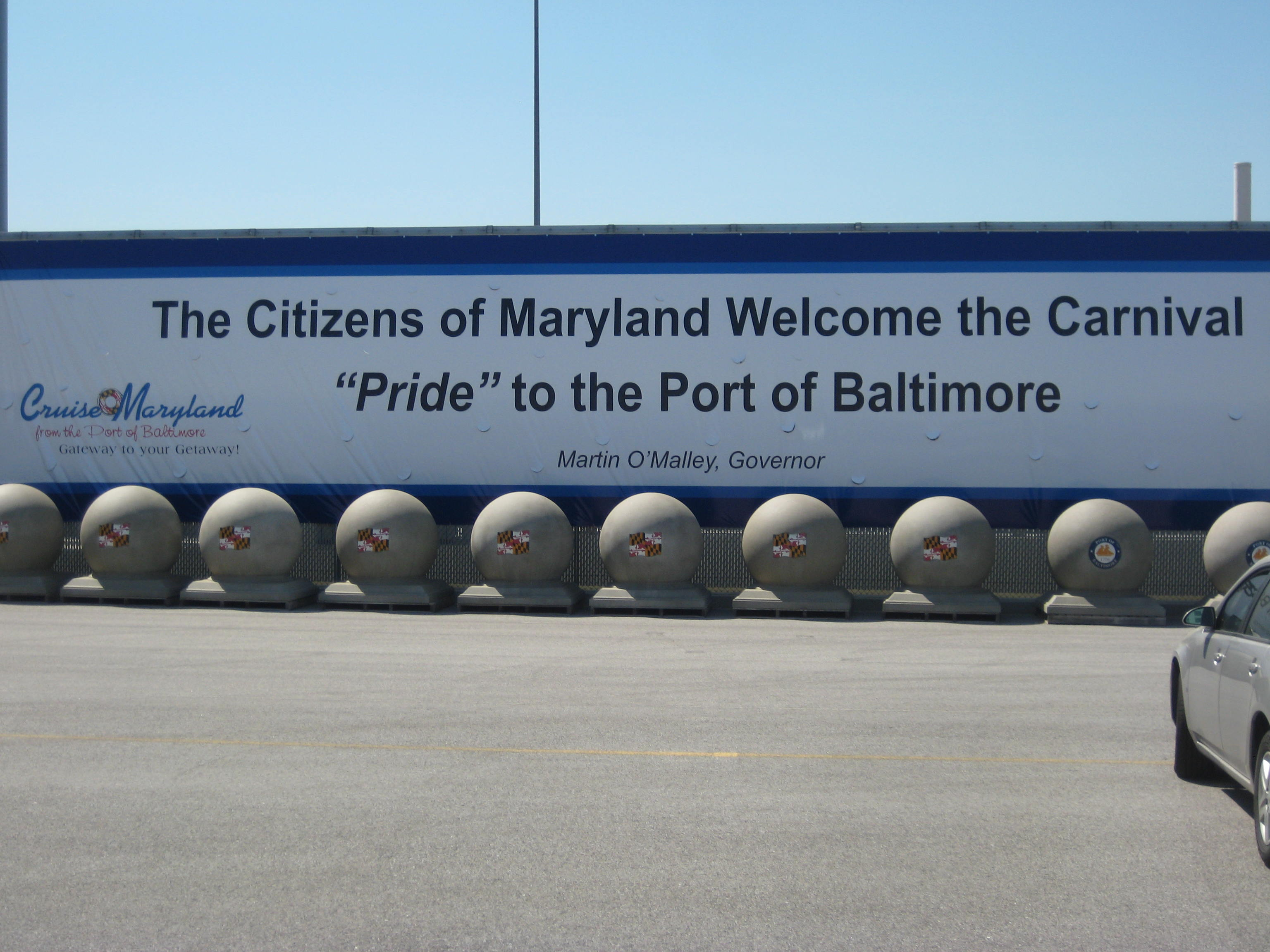 a-huge-sign-welcoming-us-to-baltimore