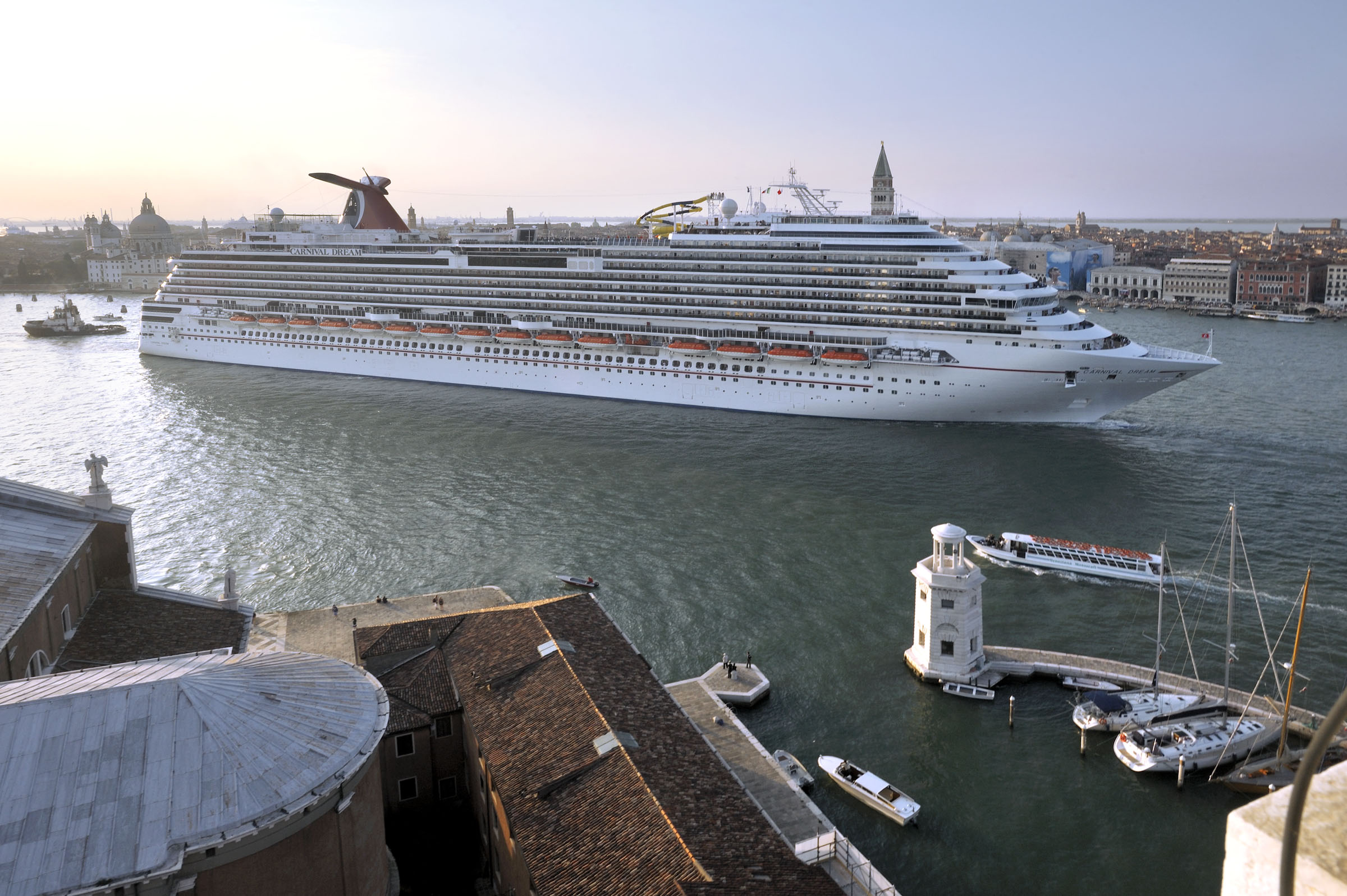ship_dream_venice_092609_DSC3501
